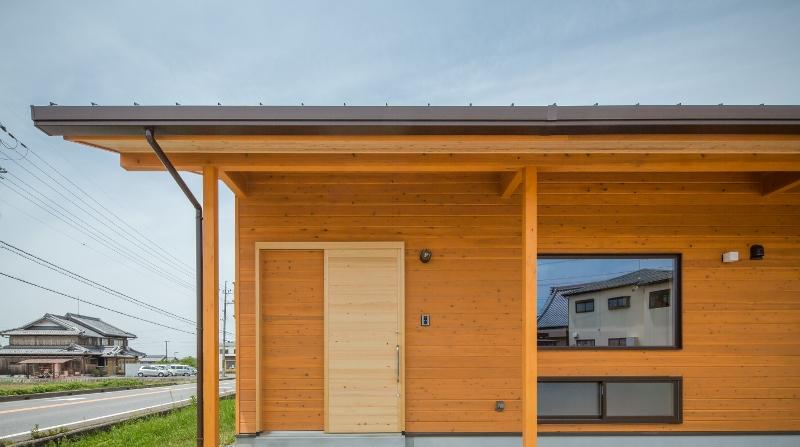 木の家の外観