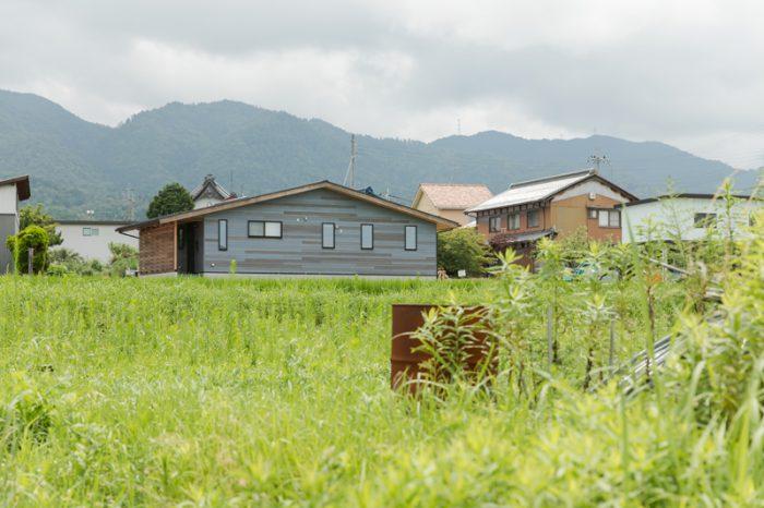 高原の家-木の家-木の外壁