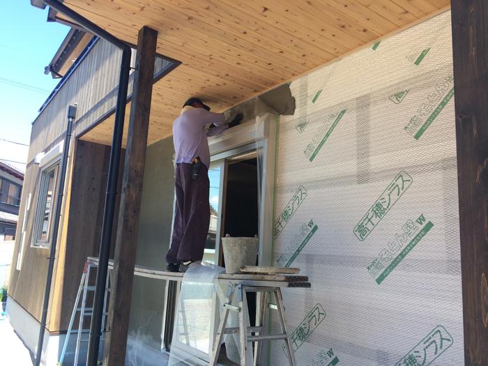 外壁に外壁にそとん壁とウッドロングエコを使用